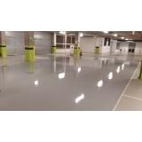 aplicação de pintura epóxi em piso