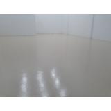 aplicação de pintura epóxi para chão